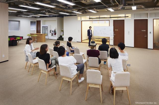 2017年1月に移転。じげんChief  Lifestyle Officerの水嶋ヒロ氏監修の洗練されたオフィス。