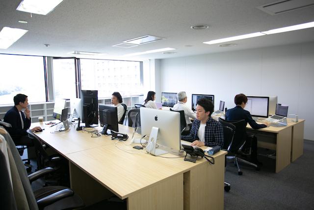 コロニーインタラクティブ 株式会社/年休124日/メリハリのある勤務でプライベートも充実/福岡に住みながら有名企業のEC構築/直取引のクライアント多数、仕事の成果をダイレクトに体感したいWebディレクターを募集