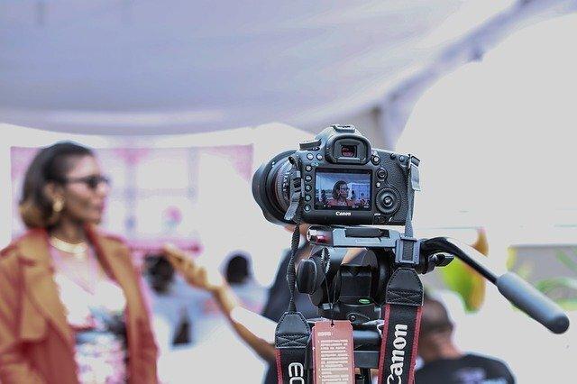 アルファアーキテクト 株式会社/【動画制作・編集経験があればOK!/動画制作クリエイター】デジタル動画マーケティングに興味がある方歓迎!WebやTVCMの企画〜撮影・編集、配信まで一気通貫で経験できるチャンス!